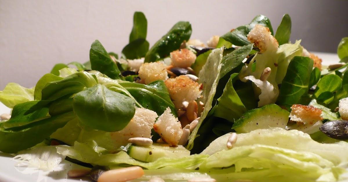 essen aus engelchens k che pimp my salad gr ner salat mit kernen und cro tons. Black Bedroom Furniture Sets. Home Design Ideas