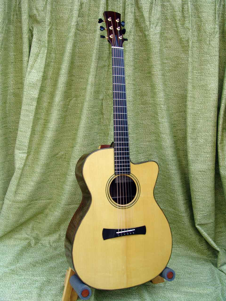 Laurent Brondel guitars model a1