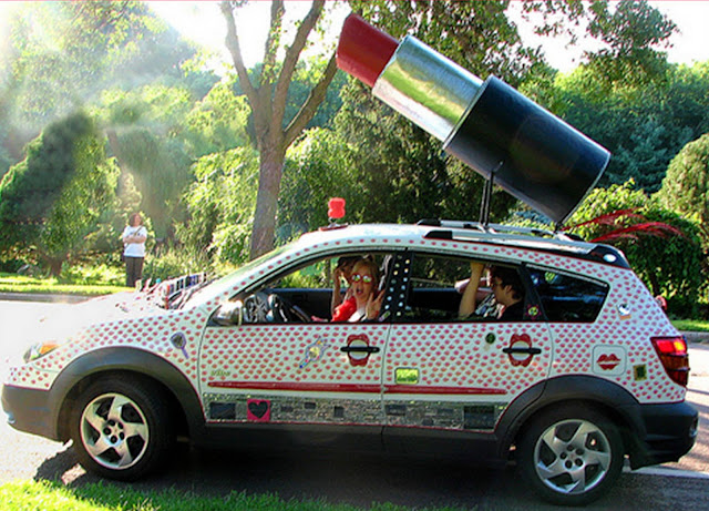Blowing Kisses with the Lipstick Art Car
