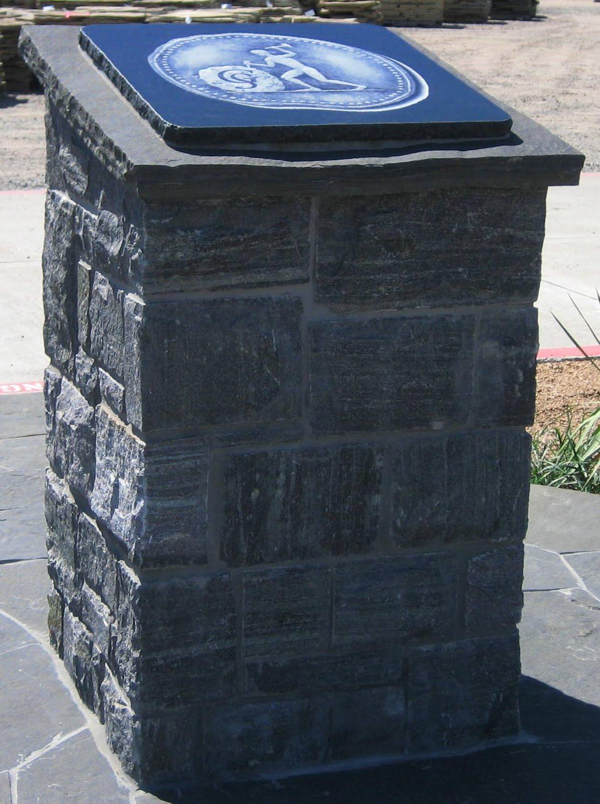 [plaque_pedestal_1.JPG]