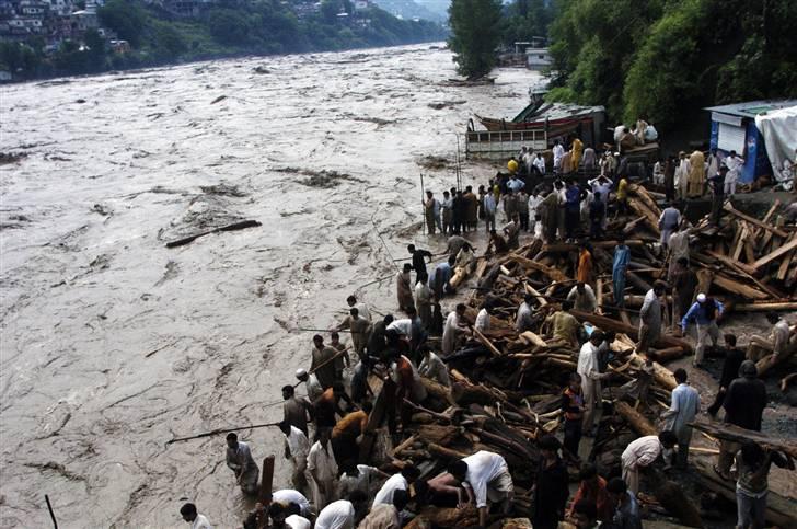 essay on flood disaster in pakistan