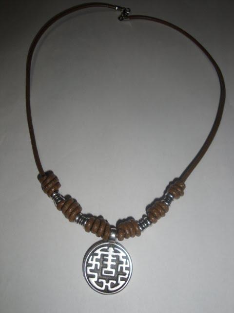 Los trabajos de amorin collares de cuero - Collares de cuero ...