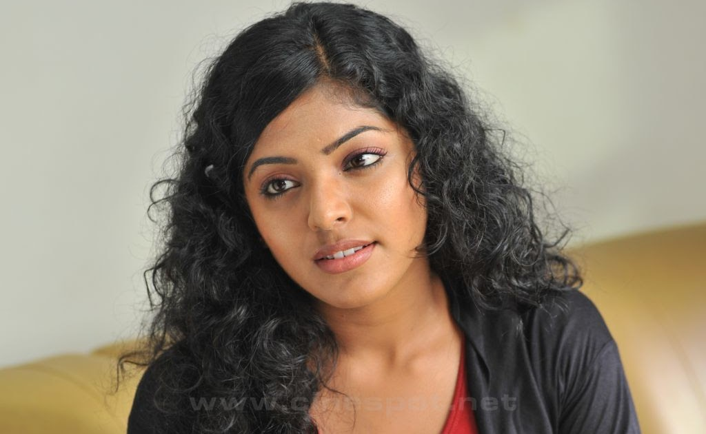 Reema kallingal sexy photos