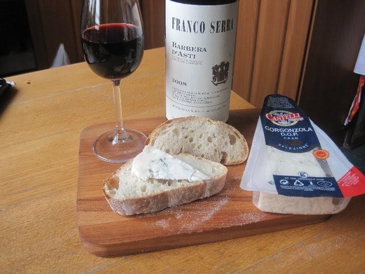 Закуска в итальянском стиле вино из