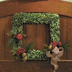 Buzzings Of A Queen Bee Boxwood Wreath Ripoff