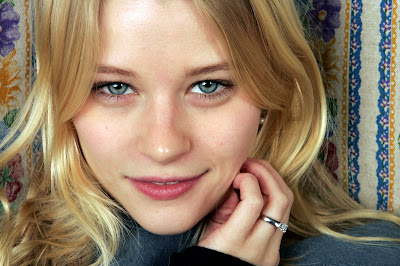 Emilie De Ravin is hopelessly cute