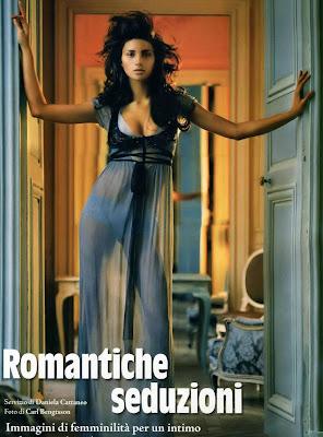 Elaine Fonseca in lingerie