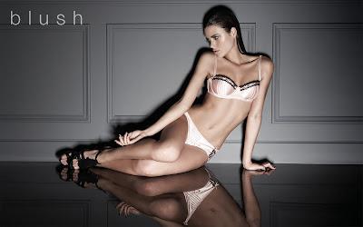 Model Zoe Duchesne in lingerie