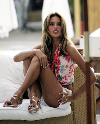 Gorgeous Alessandra Ambrosio in shorts
