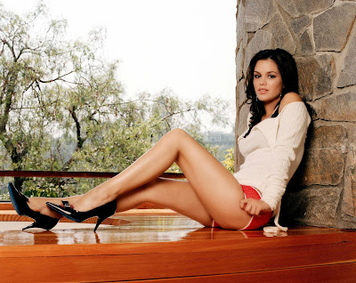 Rachel Bilson in sexy short shorts