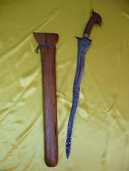 "Keris 61. Sundang Luk5. 5 Fig . Hole in Middle of Blade. Blade/Length: 17.5""/24 Inci."