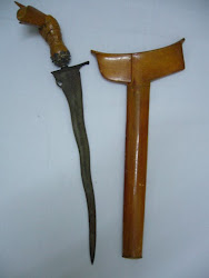 Keris71. Luk5. Trunk enjoins lips. Blade/Length: 9.1/12.5 Inches