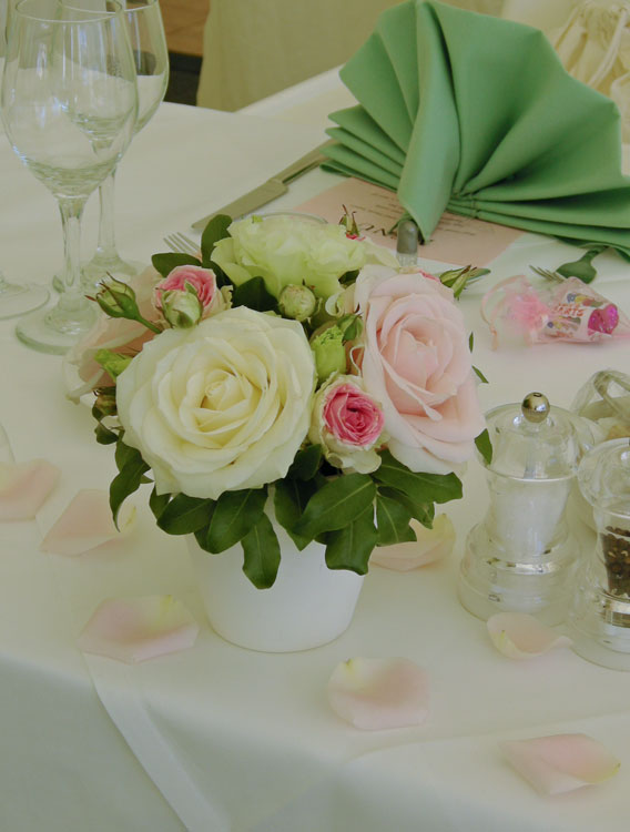 Karen 39 S Bouquet Of Pink And Ivory Roses With Pale Green Carnation And