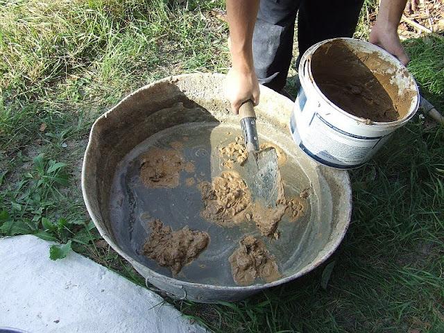 Приготовление цементно-песчаного раствора с глиной
