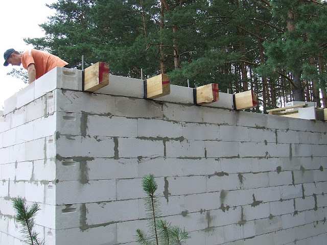 Блоки между балками