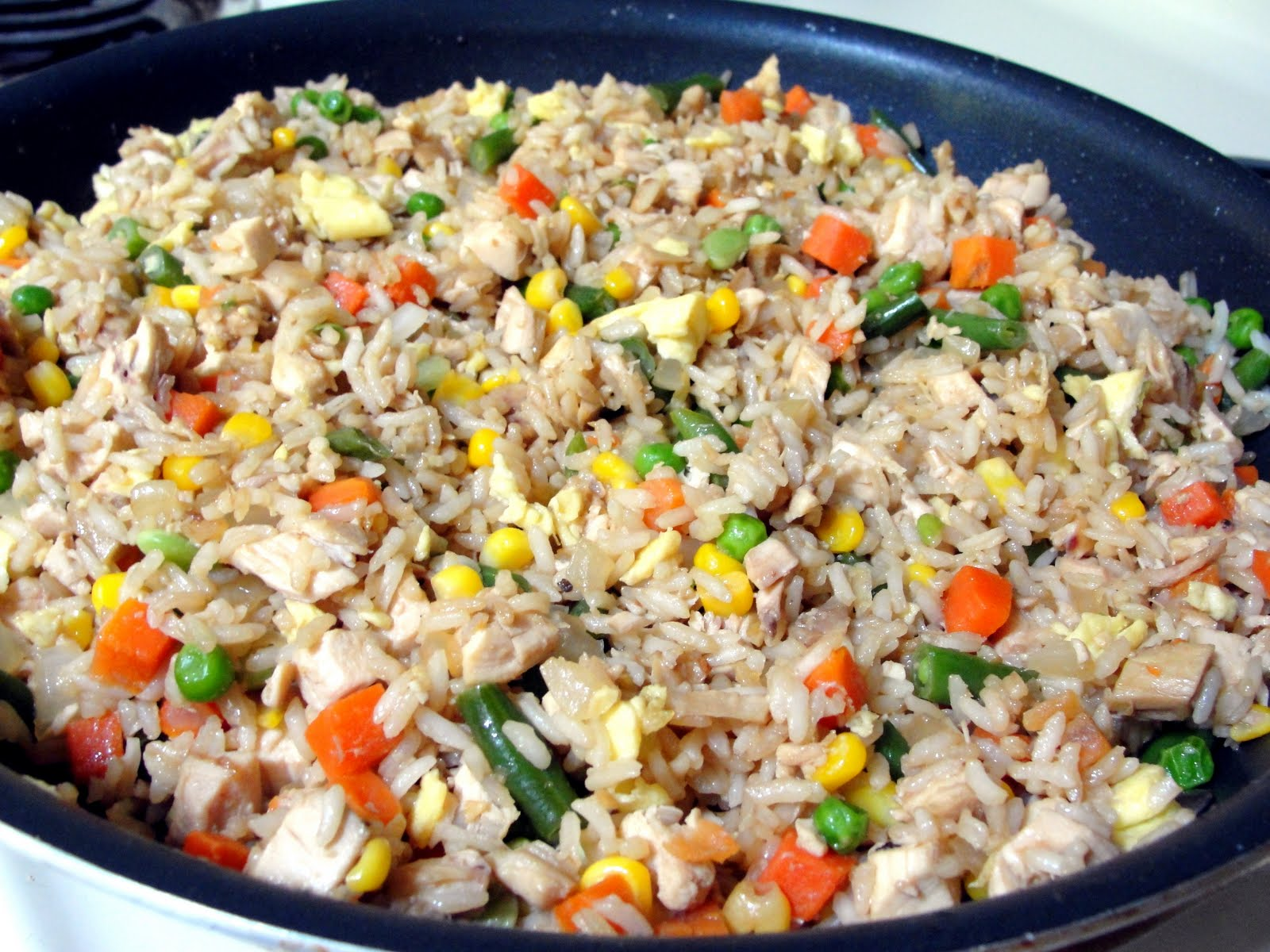 C mom cook chicken fried rice and even without oyster sauce it actually tasted delicious and somewhat authentic theres nothing like a quick easy one pan dish for ccuart Image collections