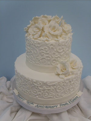 Filigree Designs for Cakes http://sherisedibledesigns.blogspot.com/2009/06/sand-sun-surf-and-weddings.html