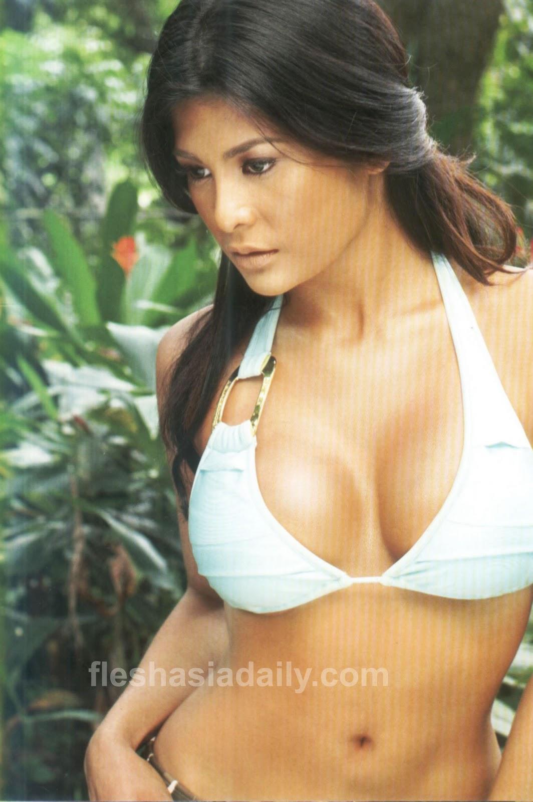 Nude Photos Of Roxane Guinoo