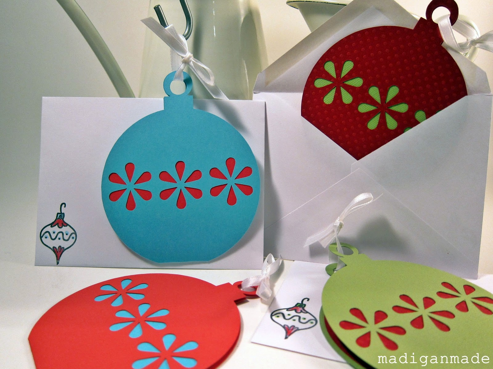 Our Christmas card: a simple die-cut ornament - Rosyscription