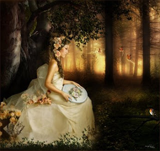 hermosa mujer sentada sola en el bosque