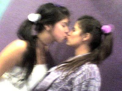 fotos de colegialas besandose 6