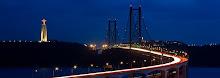 Ponte 25 de Abril em tons azuis