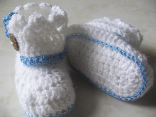 Beginner Crochet Baby Booties Pattern Free : Crochet and Craft: Crochet Baby Booties