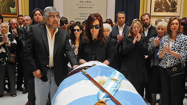 http://3.bp.blogspot.com/_xkZD8QmDJjg/TMsiTeBWrzI/AAAAAAAAAyU/D25l93jILxw/s1600/Moyano+en+el+Funeral+de+Kirchner.jpg