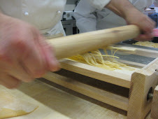 Cutting pasta with the Chitarra
