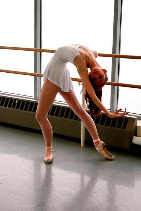 golaya-balerina-na-trenirovke