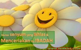 Senyum itu sedekah paling mudah kan....;)