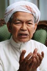 TOK GURU NIK AZIZ NIK MAT (Menteri Besar Kelantan & Mursyidul Am Pas)