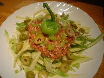 Špagete sa sosom od paradajza i karfiola Mimi+mare+1674