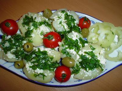 Kuvani krompir sa sirom i prelivom od belog luka DSC03123