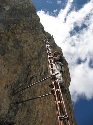 Schlüsselstelle auf der Via ferrata Piz da Lec oberhalb der zweiten Leiter