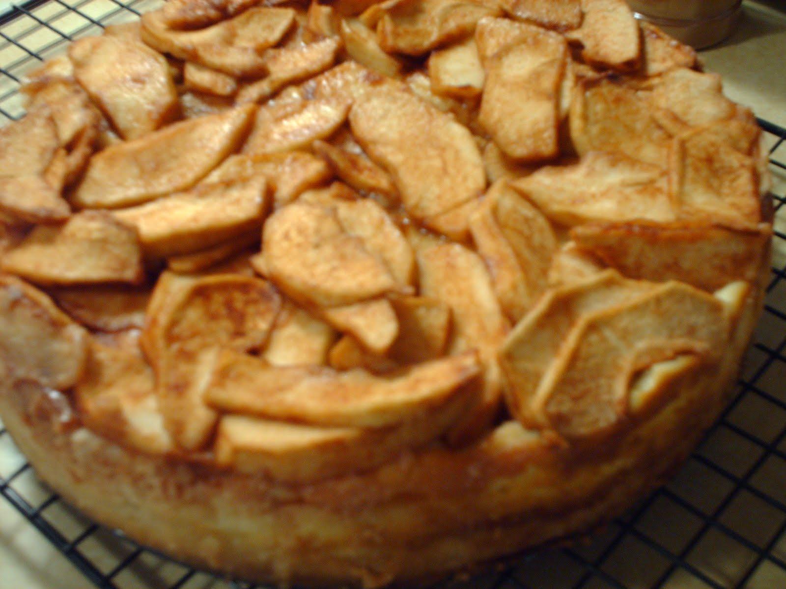 Happy Baker: Bavarian Apple Torte