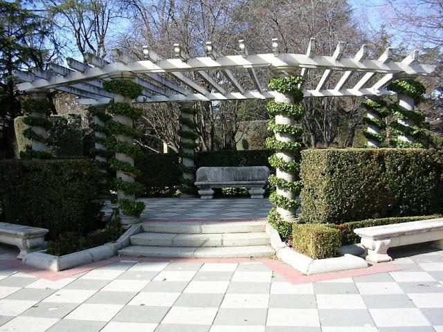 Un retiro salvador jardines de cecilio rodriguez ii for Jardin geometrico