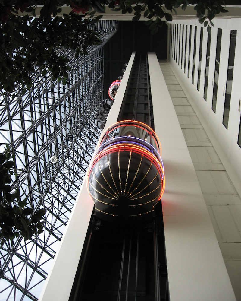 [Atlantis+Elevator+Atrium.JPG]