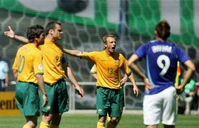 funny australian soccer player longest arm