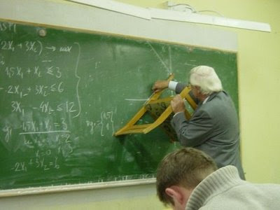 http://3.bp.blogspot.com/_xwE0rBDpg1Y/SoUZ9lB5HEI/AAAAAAAAD5Y/D616YvRtZ94/s400/funny-chair-ruler-blackboard-photo.jpg