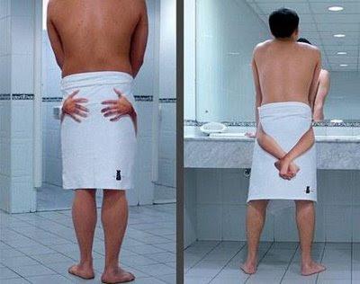 Crazy funny photos funny bathroom towel art photos for Funny bathroom photos