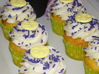 vanilla cupcakes - sweet cakes by rebecca