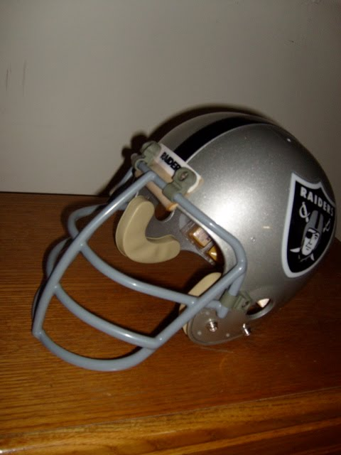 [Raiders+helmet1]