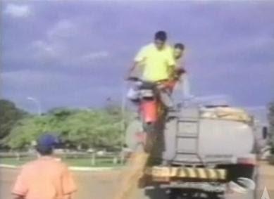 motociclista tombos cacetadas