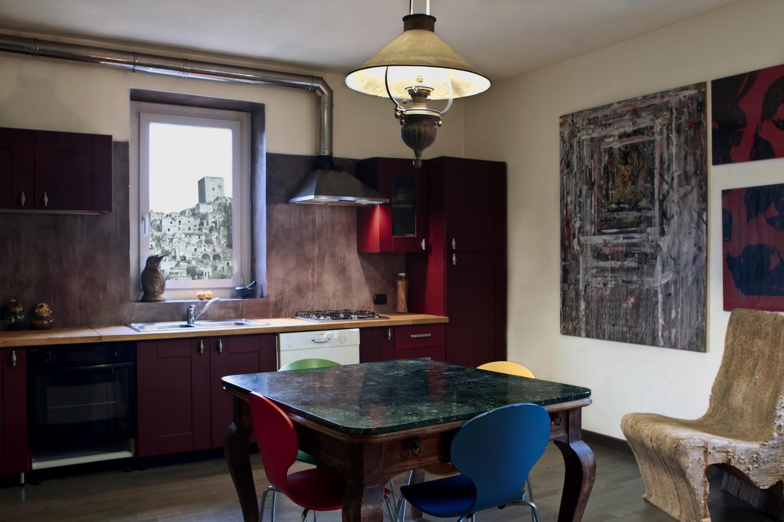 Tempo di lamponi cucina smaltata parete in resina e terre naturali - Parete cucina resina ...