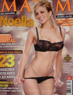 Noelia Semi Desnuda