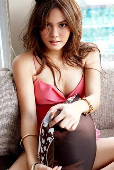 Janie Tienphosuwan Hot Pics