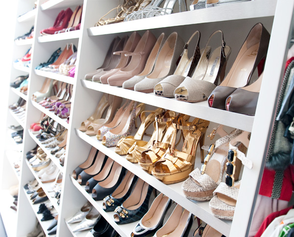 http://3.bp.blogspot.com/_y1OL7vnlAnE/TOAkg6gW_hI/AAAAAAAAEPY/FQVHcip526g/s1600/shoe+closet+d+magazine+via+made+by+girl.jpg