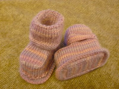 Knitting Patterns For Seamless Baby Booties : SEAMLESS BABY BOOTIE PATTERN Free Baby Patterns