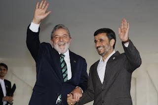 http://3.bp.blogspot.com/_y1zhZnVlMew/S4FSAIt_CXI/AAAAAAAAAbo/GuR3un6WY24/s320/Lula-e-Ahmadinejad-Stuckert-PR.jpg